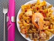Паста със зеленчуци, сьомга и скариди